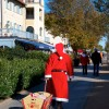 Der Bastorfer Weihnachtsmann mit Bollerwagen